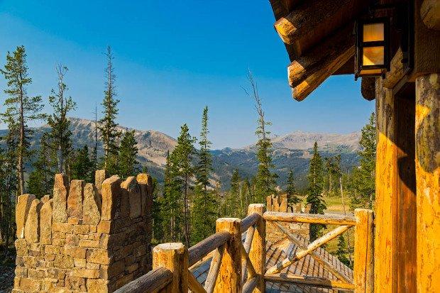 foxtail-residence-big-sky-log-cabin-exterior-3