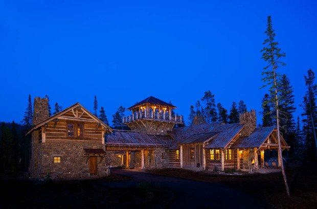 foxtail-residence-big-sky-log-cabin-exterior