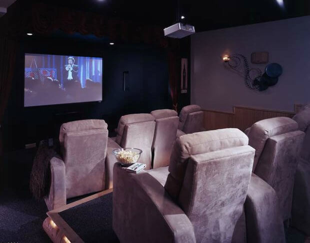 9-cabin-home-theater