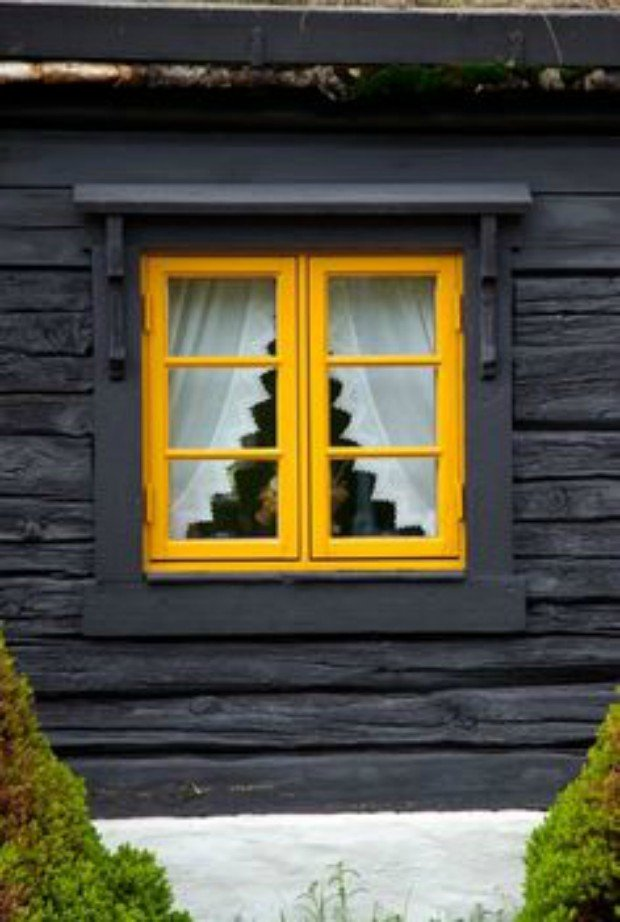 11 ways to introduce color into your cabin cabin obsession for Log cabin interior paint colors