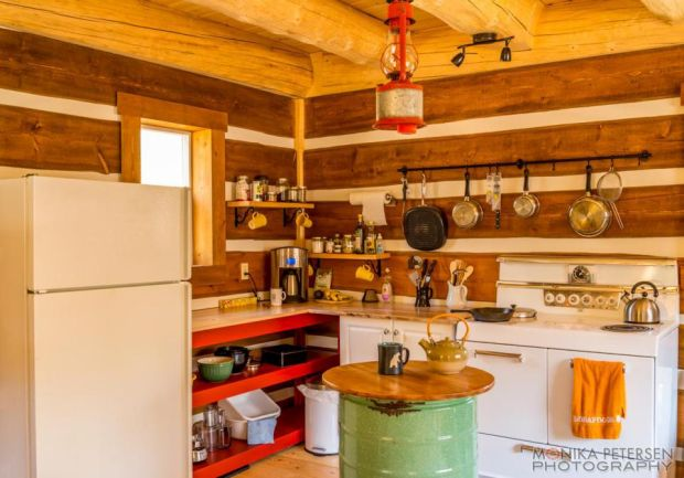 horsefly-lake-cabin-ldk5-via-smallhousebliss