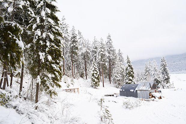 off-grid-cabin-snow