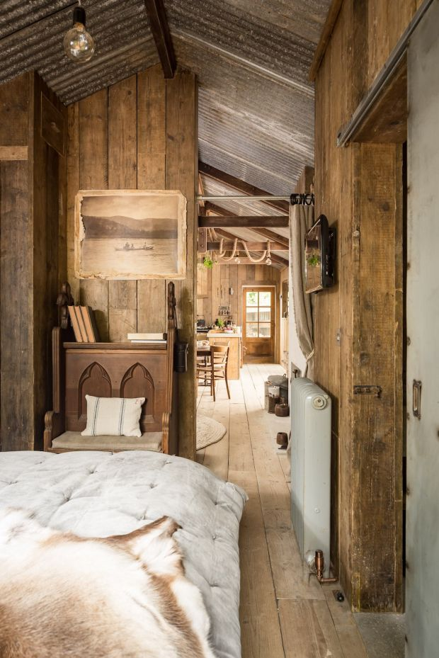 firefly-cabin-in-cornwall-bedroom4-via-smallhousebliss