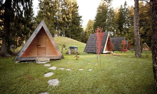 01_Lushna_Massive_glamping_wooden_cabin_outdoor_luxury_destination1-1020x610