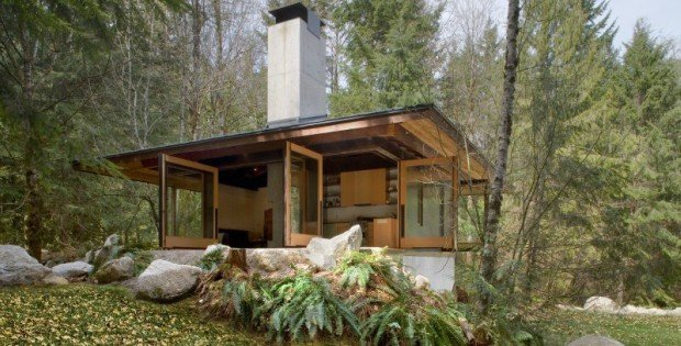 Blurring the lines between inside and outside cabin for Tye river cabin co