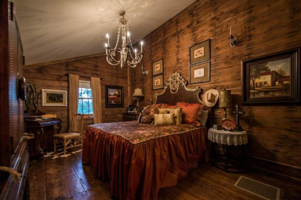 East-Texas-Log-Cabin-Historic-Restored-Building-13-950x633