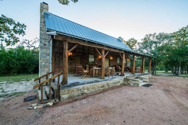 East-Texas-Log-Cabin-Historic-Restored-Building-5-950x633