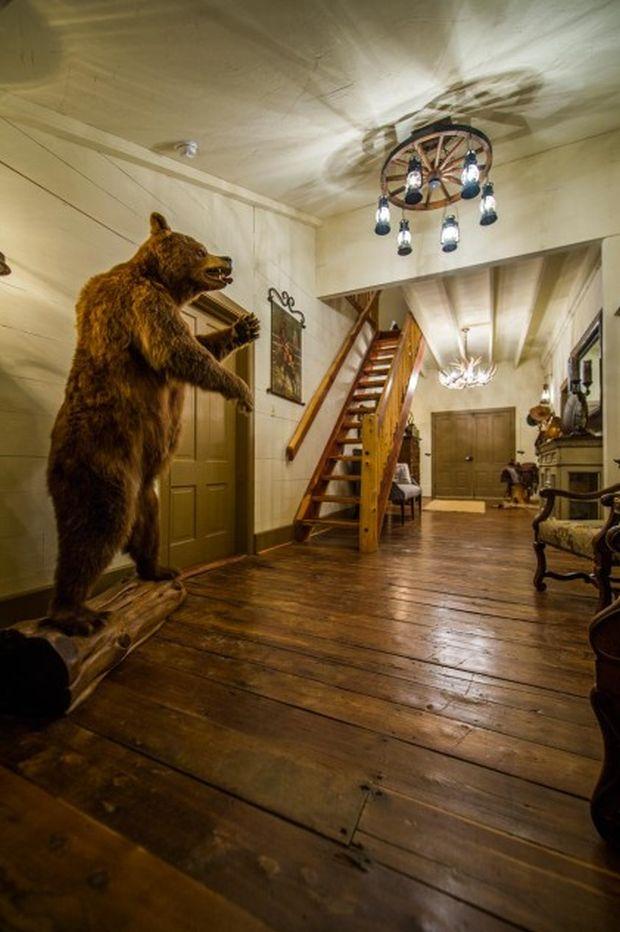 East-Texas-Log-Cabin-Historic-Restored-Building-6-421x633