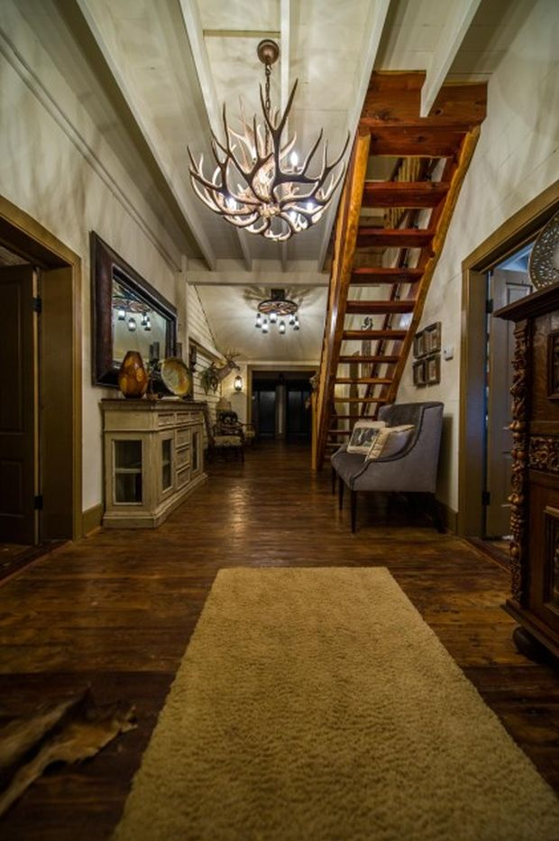 East-Texas-Log-Cabin-Historic-Restored-Building-8-421x633