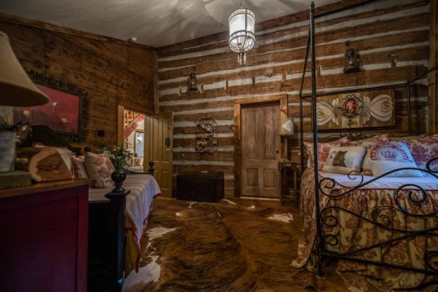 East-Texas-Log-Cabin-Historic-Restored-Building-9-950x633