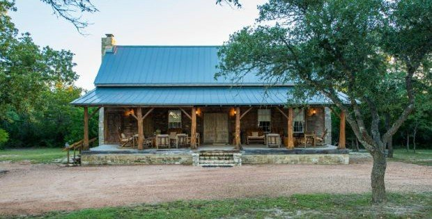 East-Texas-Log-Cabin-Historic-Restored-Building-950x633