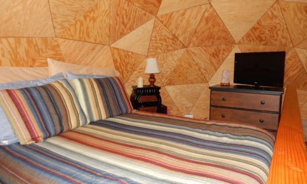 Most-Popular-Airbnb-Mushroom-Dome-Cabin-10-1020x610