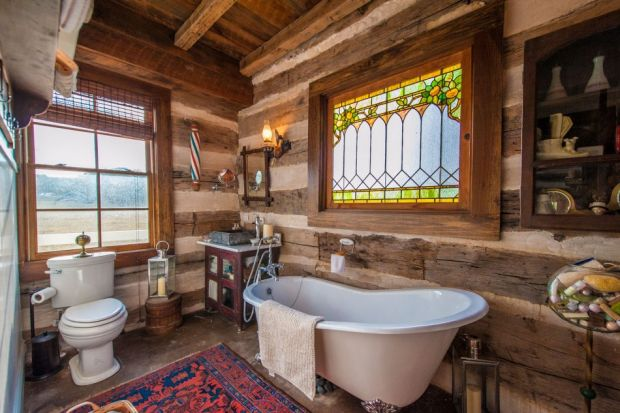Restored-Historic-Cabin-Guest-House-8-950x633