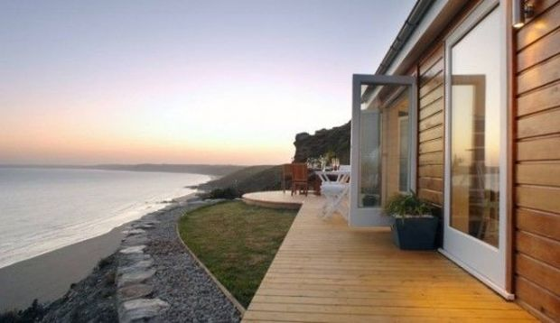 draft-she-built-a-tiny-320-square-foot-cottage-that-actually-feels-hugegenius-57670-560x323