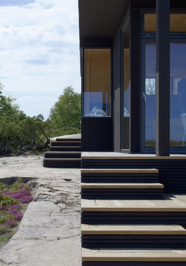 small-houses-far-out-archipelago-stockholm-margen-wigow-arkitektkontor-sweden_dezeen_936_7