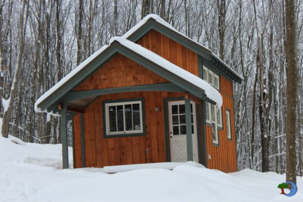 tiny_house_in_the_snow