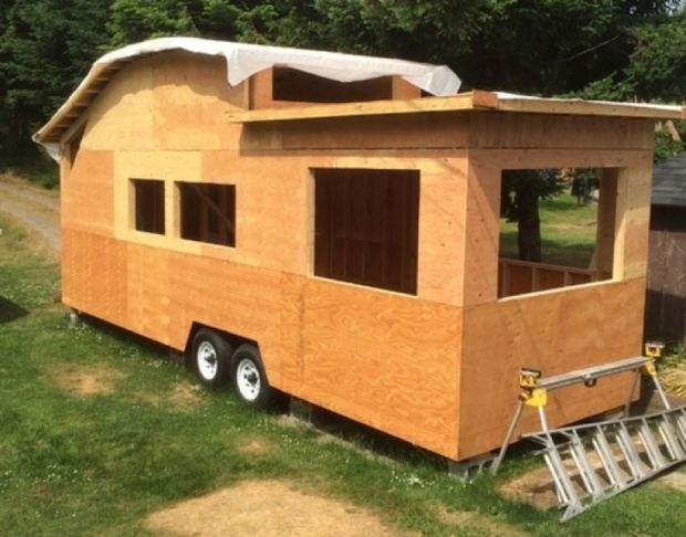 260-Sq-Ft-Curved-Roof-Tiny-Home-by-Structural-Spaces-0012-600x470