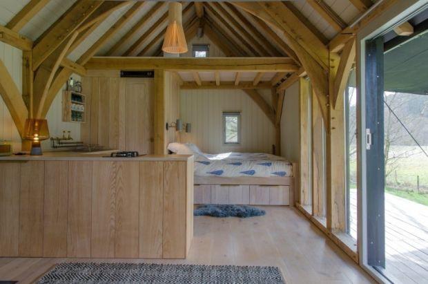 Out-of-the-Valley-Cabin-Devon-England-Gardenista-13-733x486