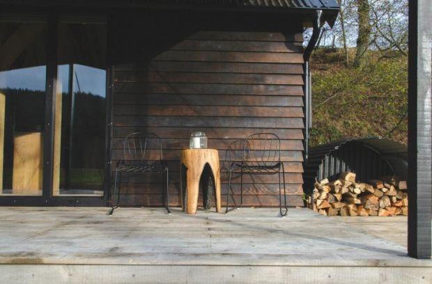 Out-of-the-Valley-rental-cabin-Devon-England-Gardenista-2-733x482