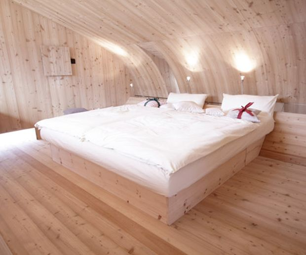 Ufogel-Holiday-House-by-Urlaubs-Architektur_dezeen_2a