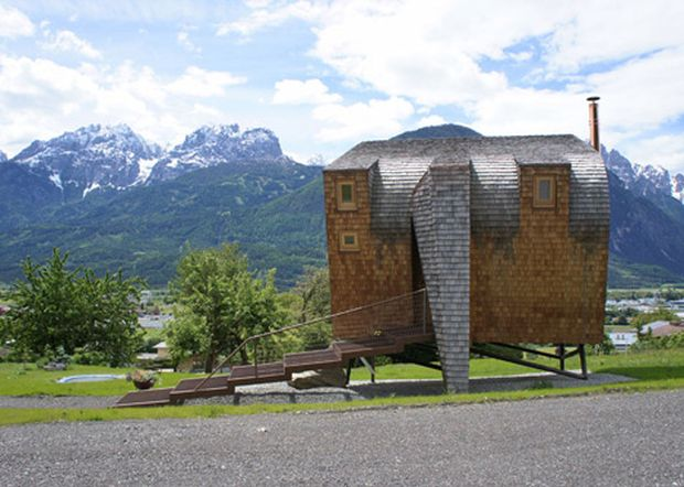 Ufogel-Holiday-House-by-Urlaubs-Architektur_dezeen_3 (1)