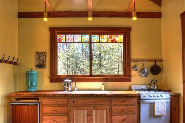 WOOD-CLIFF-CABIN-kitchen