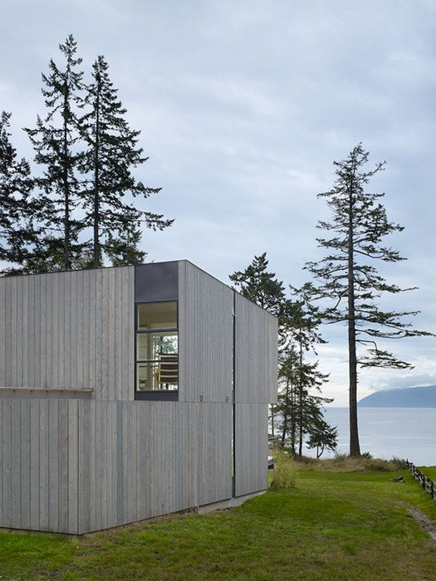 The Doe Bay Residence on Orcas Island, Washington. Designed by Heliotrope Architects. © Benjamin Benschneider All rights Reserved. Usage rights may be arranged by contacting Benjamin Benschneider Photography. Email: bbenschneider@comcast.net or phone 206-789-5973