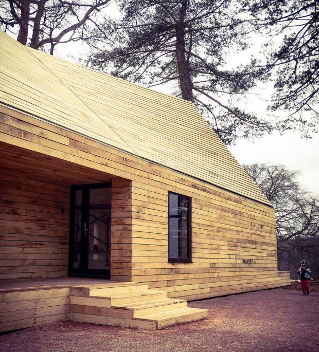 wolfson-tree-management-centre-mess-building-invisible-studio-architecture-gloucestershire-uk_dezeen_936_14-e1460375417314