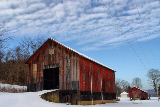 Old barn along the Muskingum River Road outside Marietta (Washington County), OHIO copy