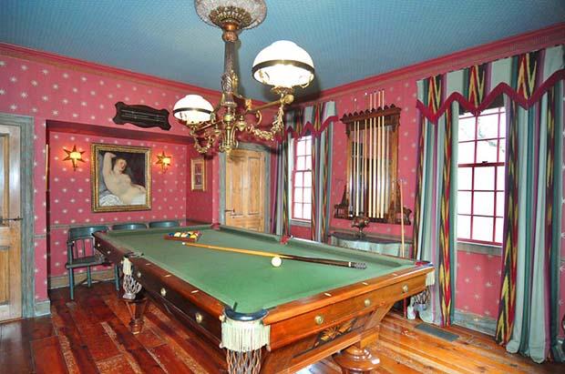 32 Billiard Room 1