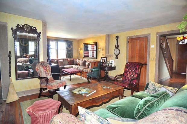 30 Living Room Alt View