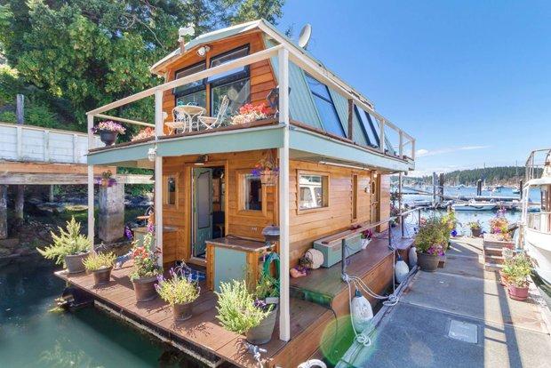 RESIZED Seattle Houseboat 01