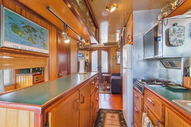 RESIZED Seattle Houseboat 03
