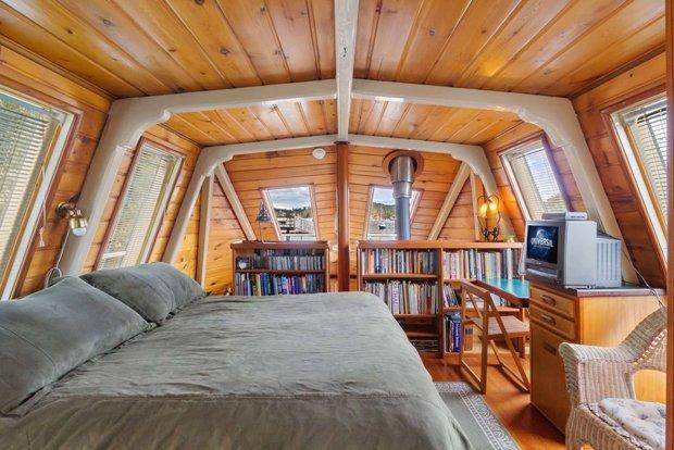 RESIZED Seattle Houseboat 13
