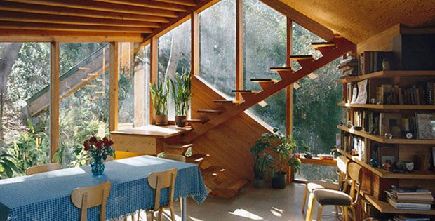 Walstrom House, Los Angeles, 1969. Dining area and stairs. John Lautner USA Residential 10488-90-1 Alan Weintraub PLEASE READ OUR LICENCE TERMS. ALL DIGITAL IMAGES MUST BE DESTROYED UNLESS OTHERWISE AGREED IN WRITING. arcaid@arcaid.co.uk