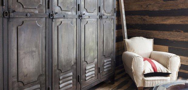 lockers_sofa