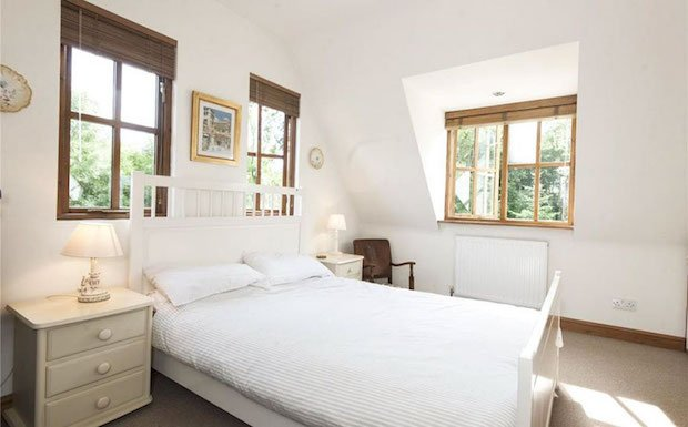 uk-smallest-castle-for-sale-mollys-lodge-2