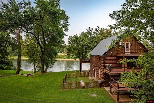 BEAUTIFUL AND SECLUDED RIVERFRONT CABIN