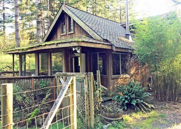[FOR SALE] THIS WHIMSICAL COTTAGE IN THE MIDDLE OF THE WOODS!