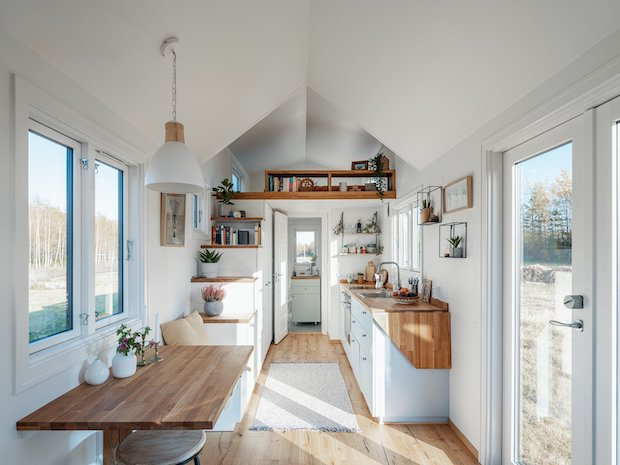 THIS TINY HOME IS NOT ONLY SUSTAINABLE, IT ALSO HAS GORGEOUS INTERIORS!
