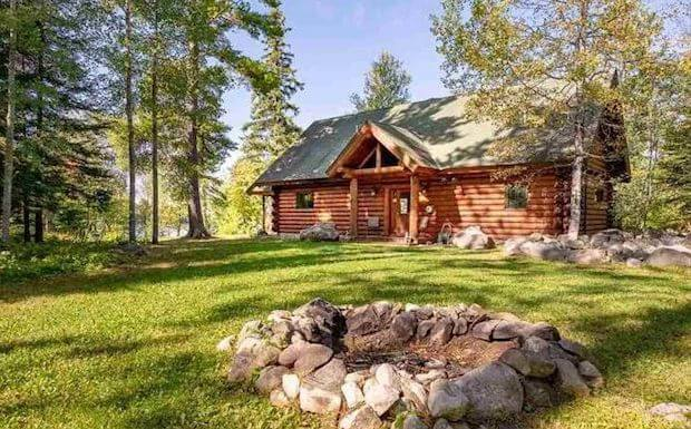 [FOR SALE] THIS LAKESIDE PROPERTY WILL MAKE YOU WANT TO STAY HERE FOREVER
