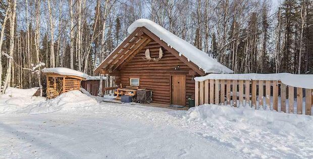 [FOR SALE] CHILL AND RELAX IN THIS QUAINT CABIN