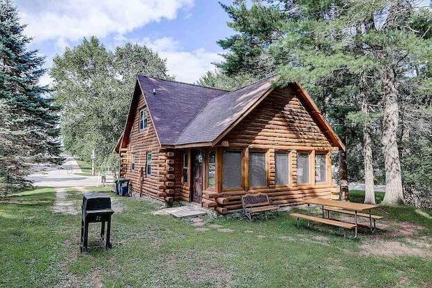 [FOR SALE] LOVELY VACATION HOME NEAR THE BEACH