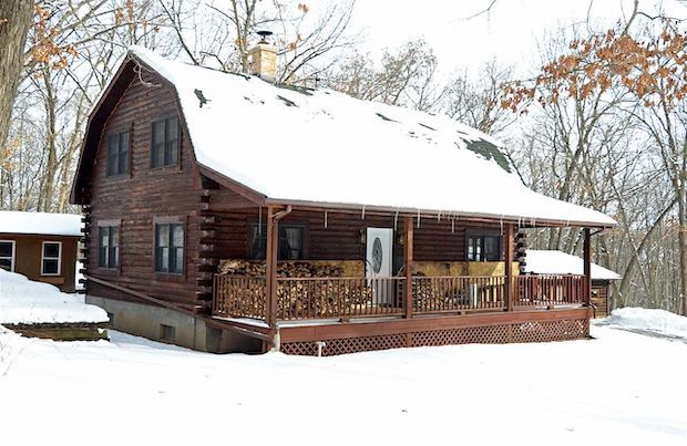 [FOR SALE] FAMILY CABIN IN THE WOODS