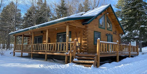 [FOR SALE] MAINE CABIN WITH A LOT TO OFFER