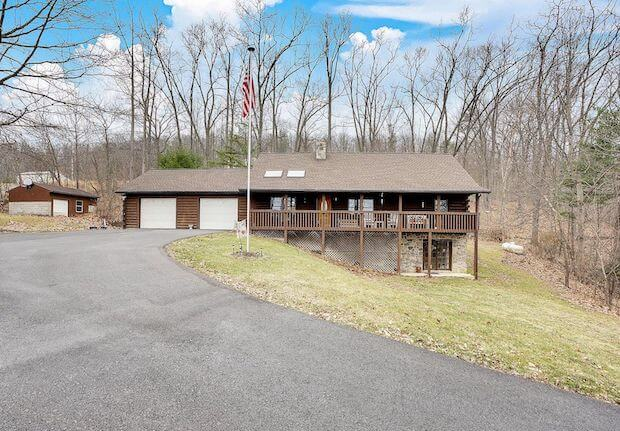[FOR SALE] HILLSIDE CABIN WITH ENOUGH ROOM FOR EVERYONE